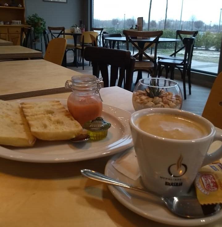 Desayuno Mesas Salón Linaje Café Bar